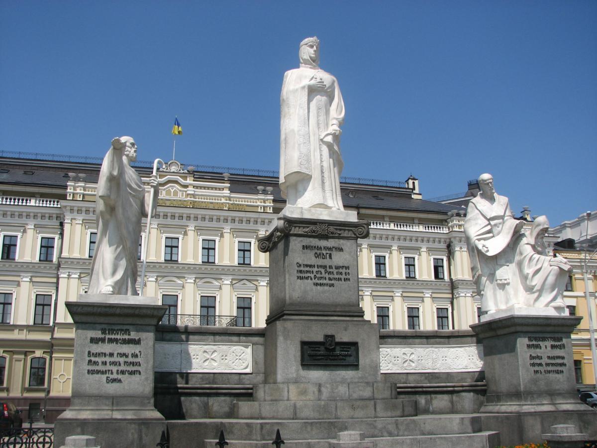 памятники в киеве фото